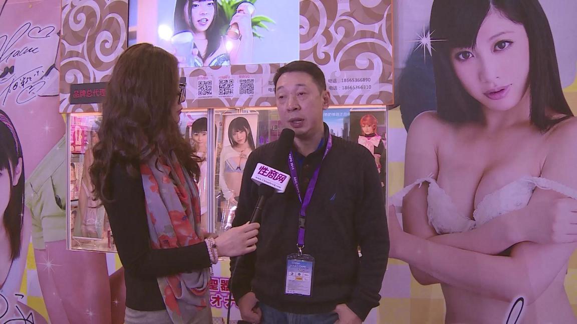 性商网美女记者带你看2015年上海成人展图片39