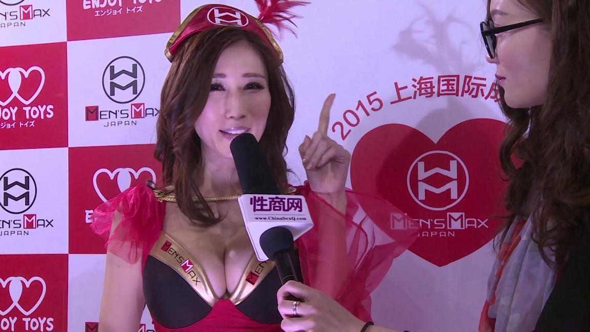 性商网美女记者采访日本女优京香Julia图片1