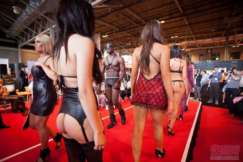 2015英国成人展(ETOShow)情趣内衣表演图片1