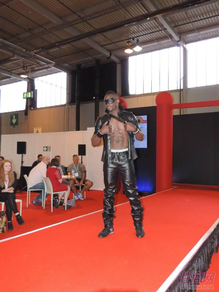 2015英国成人展(ETOShow)情趣内衣表演图片14