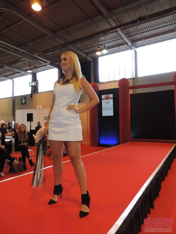 2015英国成人展(ETOShow)情趣内衣表演图片17
