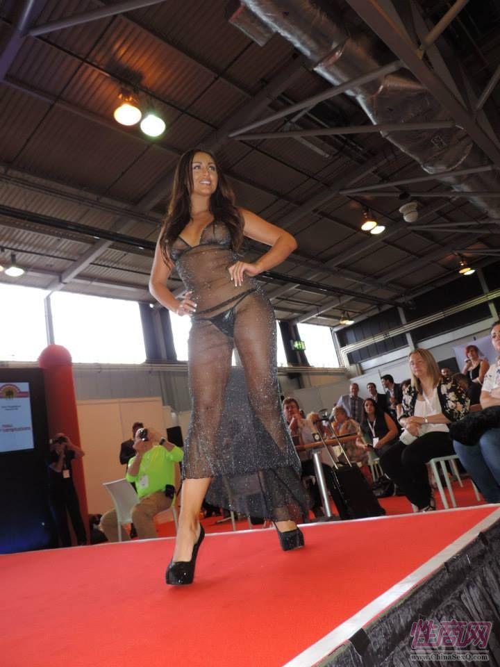 2015英国成人展(ETOShow)情趣内衣表演图片19