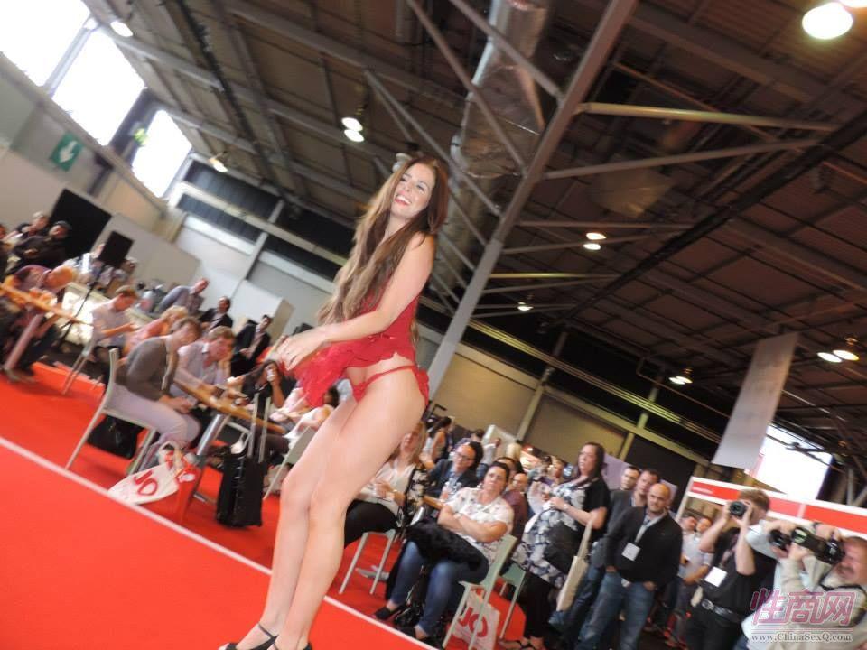 2015英国成人展(ETOShow)情趣内衣表演图片20