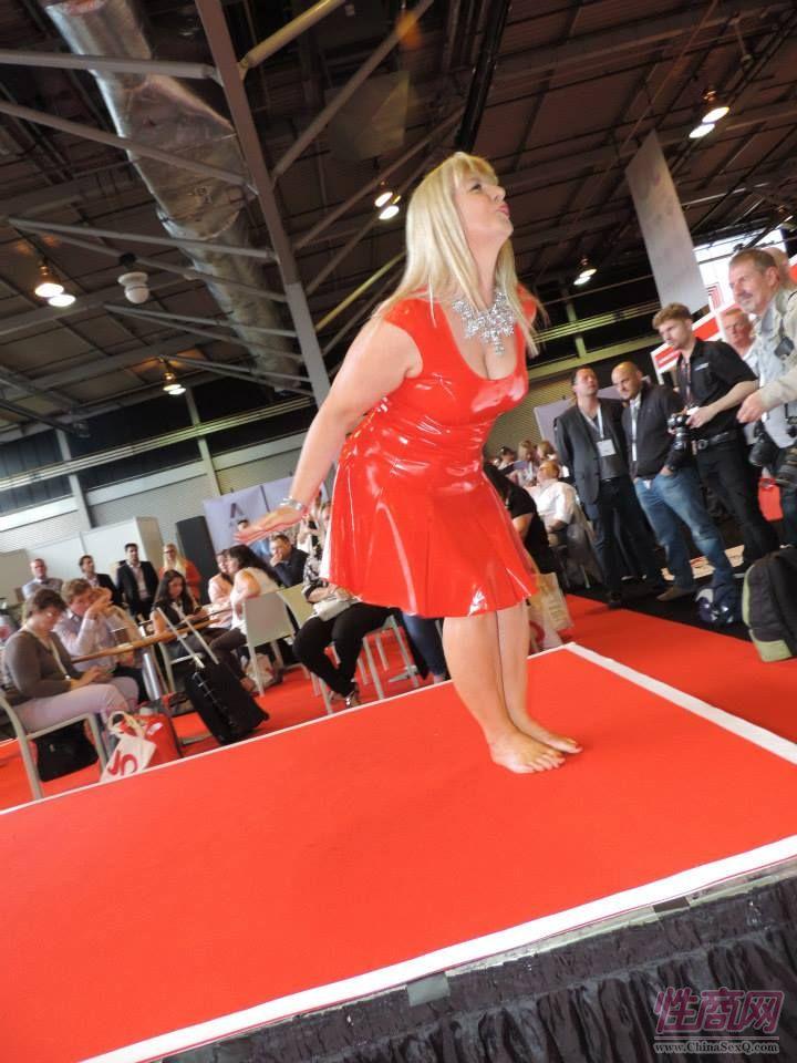 2015英国成人展(ETOShow)情趣内衣表演图片26