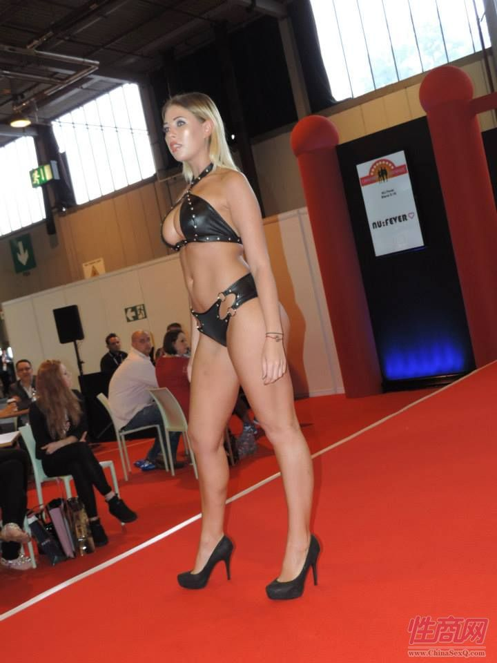 2015英国成人展(ETOShow)情趣内衣表演图片30