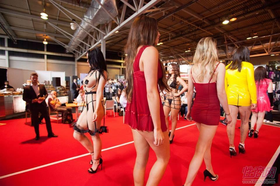 2015英国成人展(ETOShow)情趣内衣表演图片32