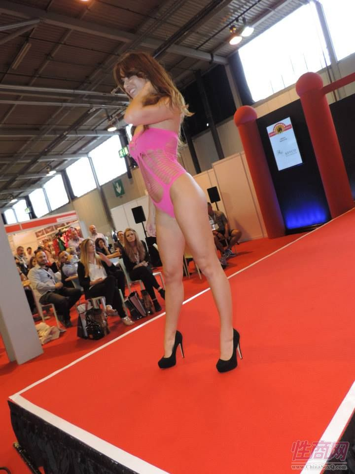 2015英国成人展(ETOShow)情趣内衣表演图片37
