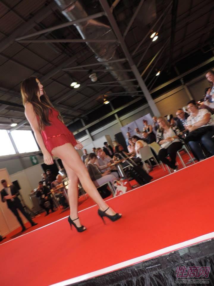 2015英国成人展(ETOShow)情趣内衣表演图片43