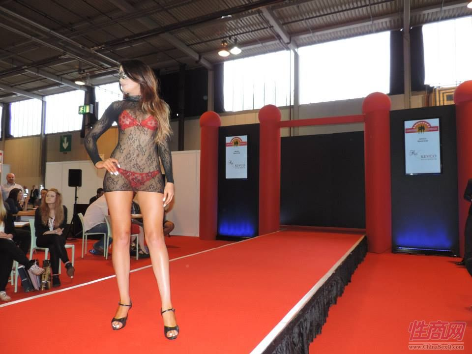 2015英国成人展(ETOShow)情趣内衣表演图片47