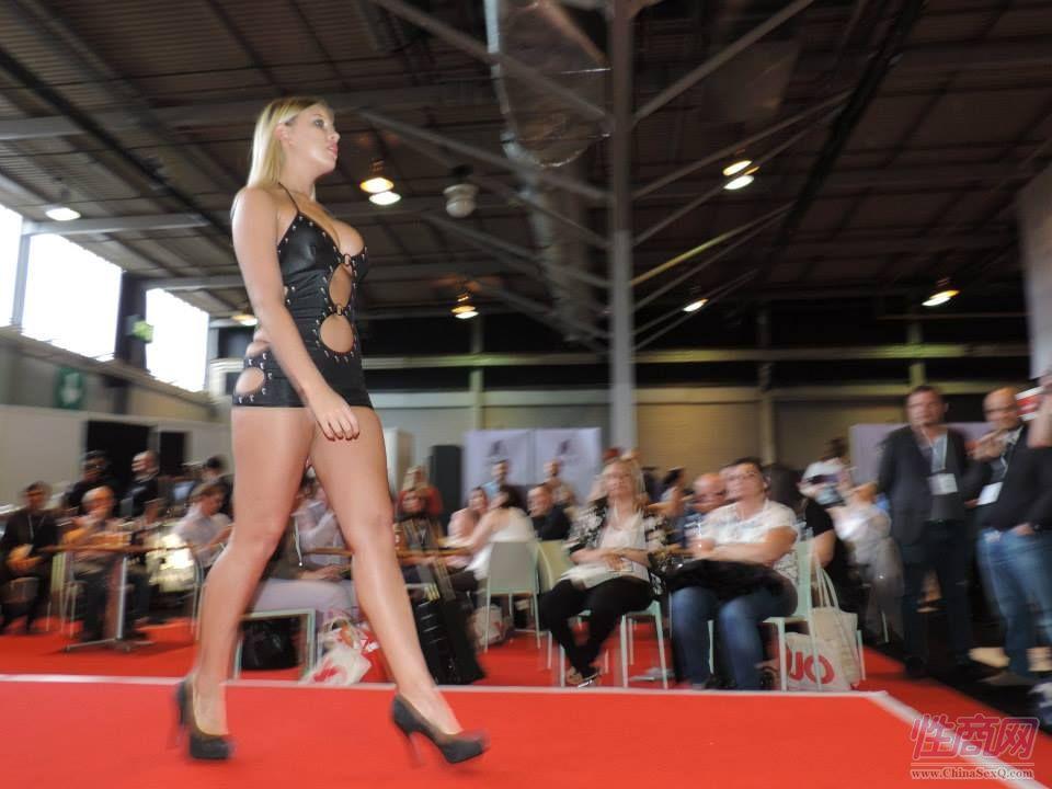 2015英国成人展(ETOShow)情趣内衣表演图片48