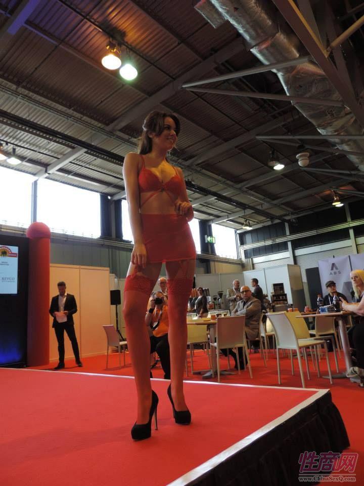 2015英国成人展(ETOShow)情趣内衣表演图片52