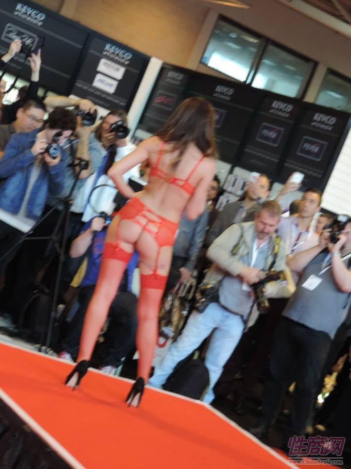 2015英国成人展(ETOShow)情趣内衣表演图片58
