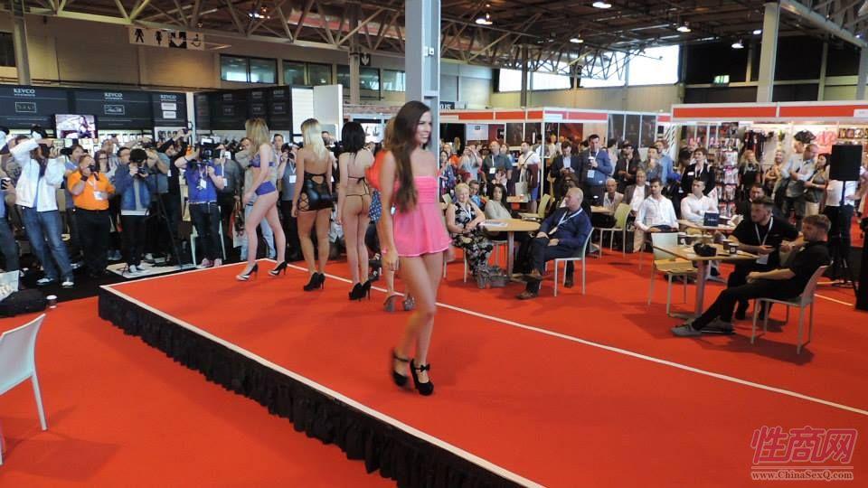 2015英国成人展(ETOShow)情趣内衣表演图片60