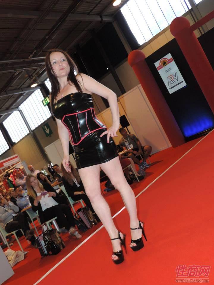 2015英国成人展(ETOShow)情趣内衣表演图片61