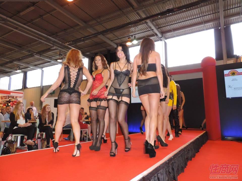 2015英国成人展(ETOShow)情趣内衣表演图片68