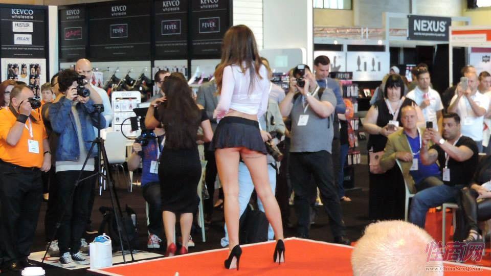 2015英国成人展(ETOShow)情趣内衣表演图片74