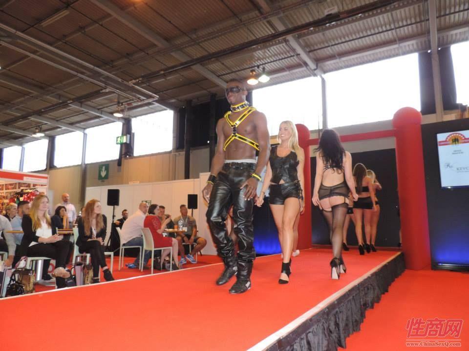 2015英国成人展(ETOShow)情趣内衣表演图片75