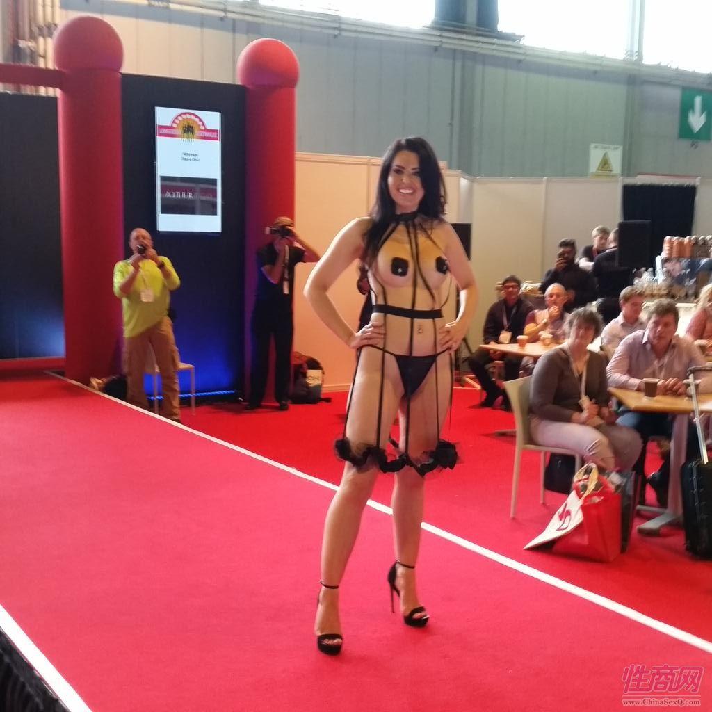 2015英国成人展(ETOShow)情趣内衣表演图片86