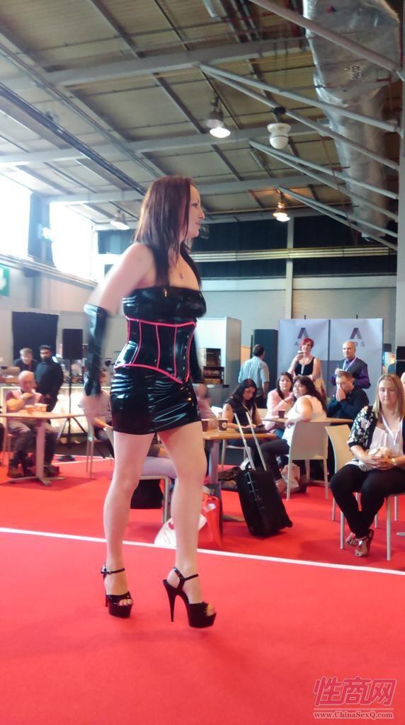 2015英国成人展(ETOShow)情趣内衣表演图片85