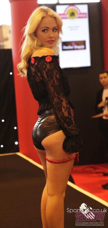 2015英国成人展(ETOShow)模特性感靓丽图片3
