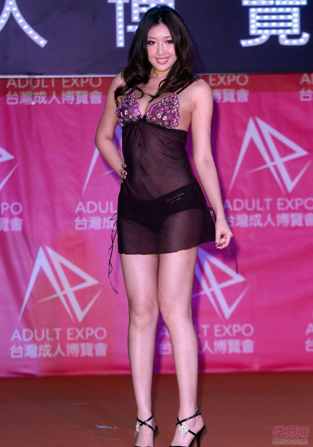 2012第二届台湾成人博览模特性感靓丽图片11