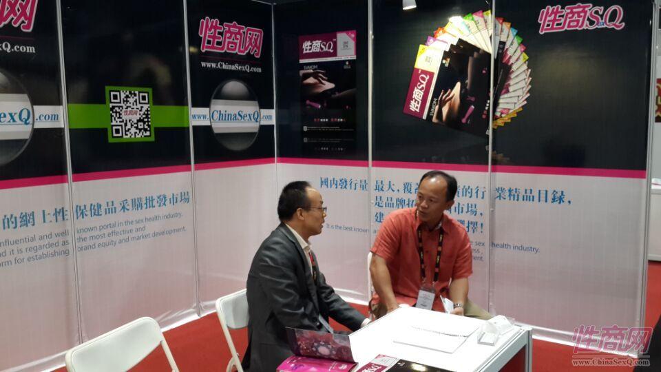 2015亚洲成人博览性商工作人员接洽展商图片6