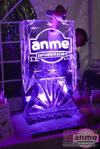 20周年庆logo的水晶灯,晶莹剔透