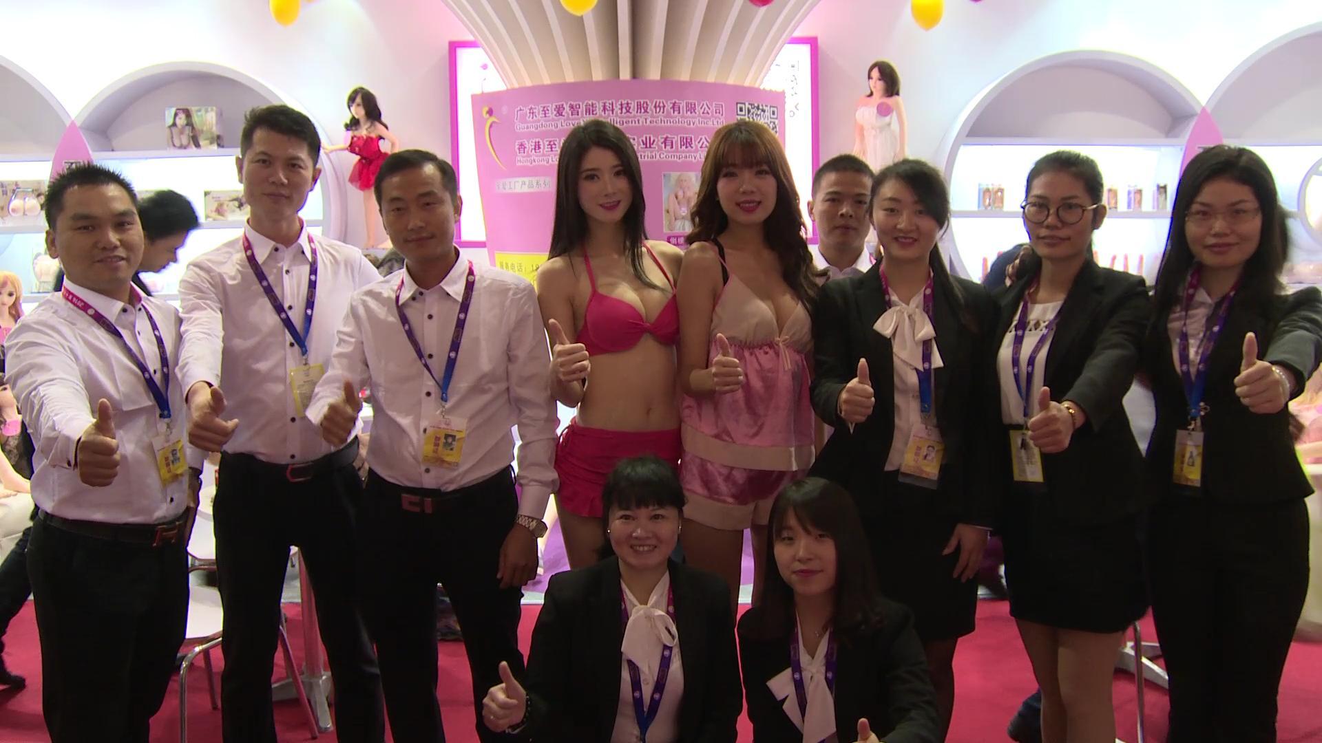 广州至爱人体娃娃接受性商网美女记者采访-2016广州性文化节性商专访图片3