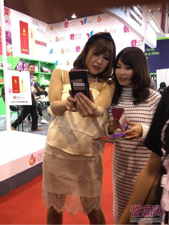 北京非非携新款007安全套参展广州性文化节图片11