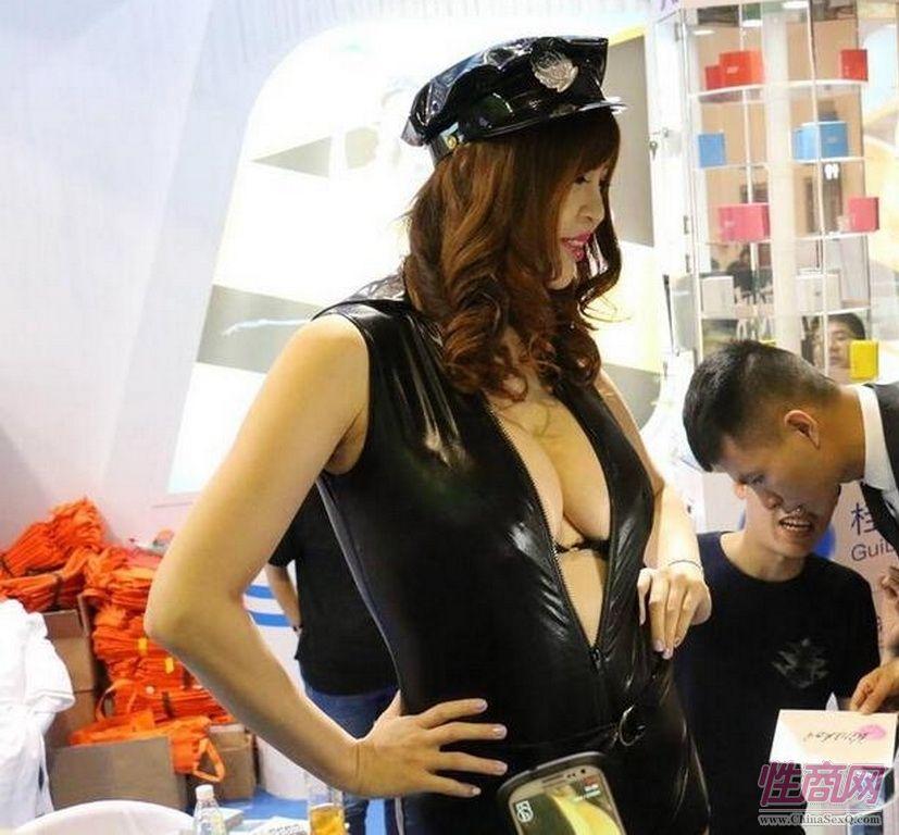 北京非非携新款007安全套参展广州性文化节图片17