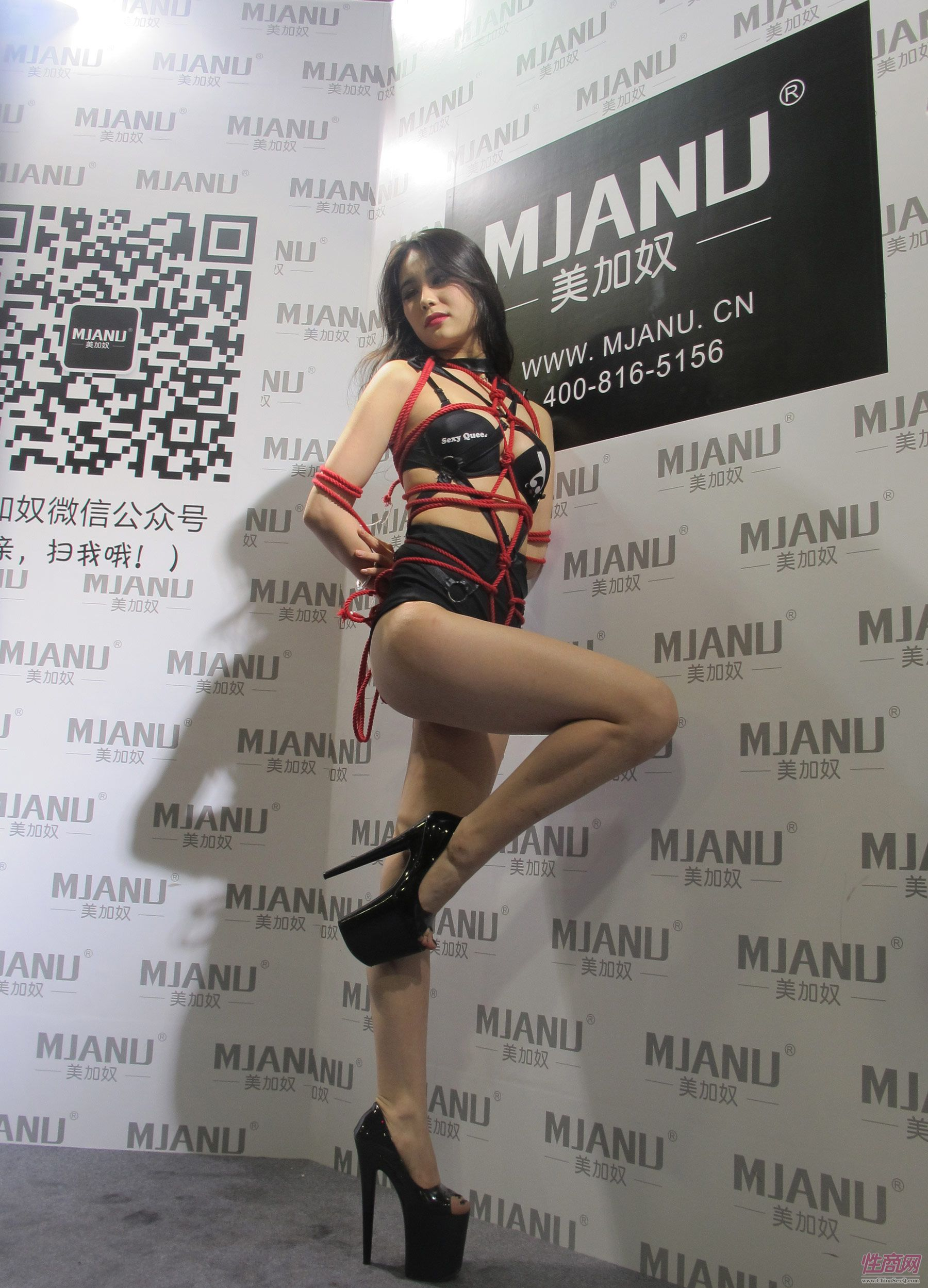 美加奴性感模特表演绳缚术