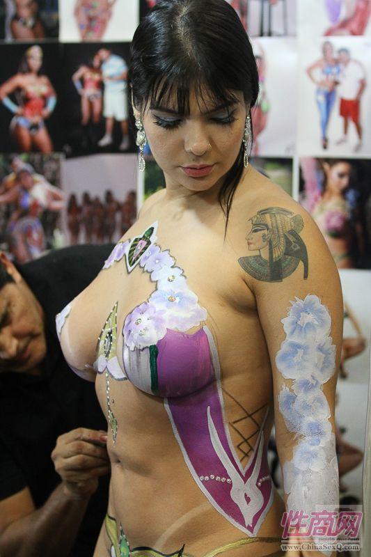 2016年巴西成人展现场报道――人体彩绘图片18
