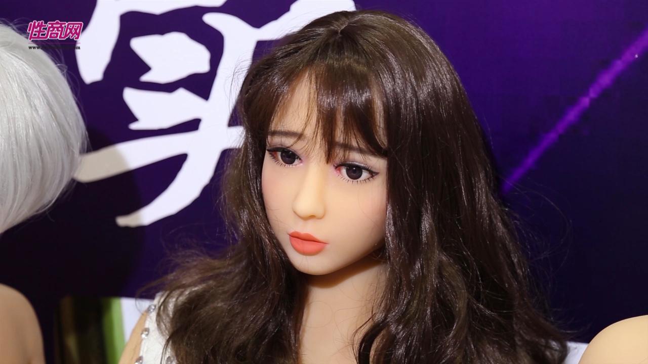 视频:性商网采访会发声人体娃娃制造商图片2