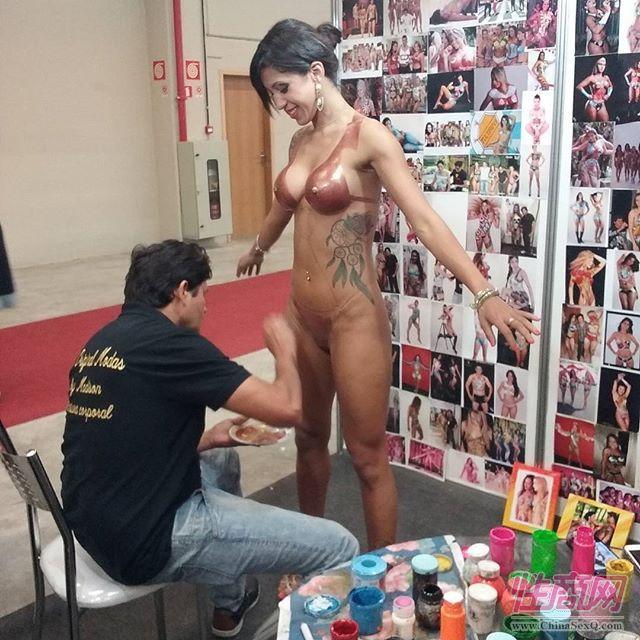 2016年巴西成人展现场报道――人体彩绘图片4