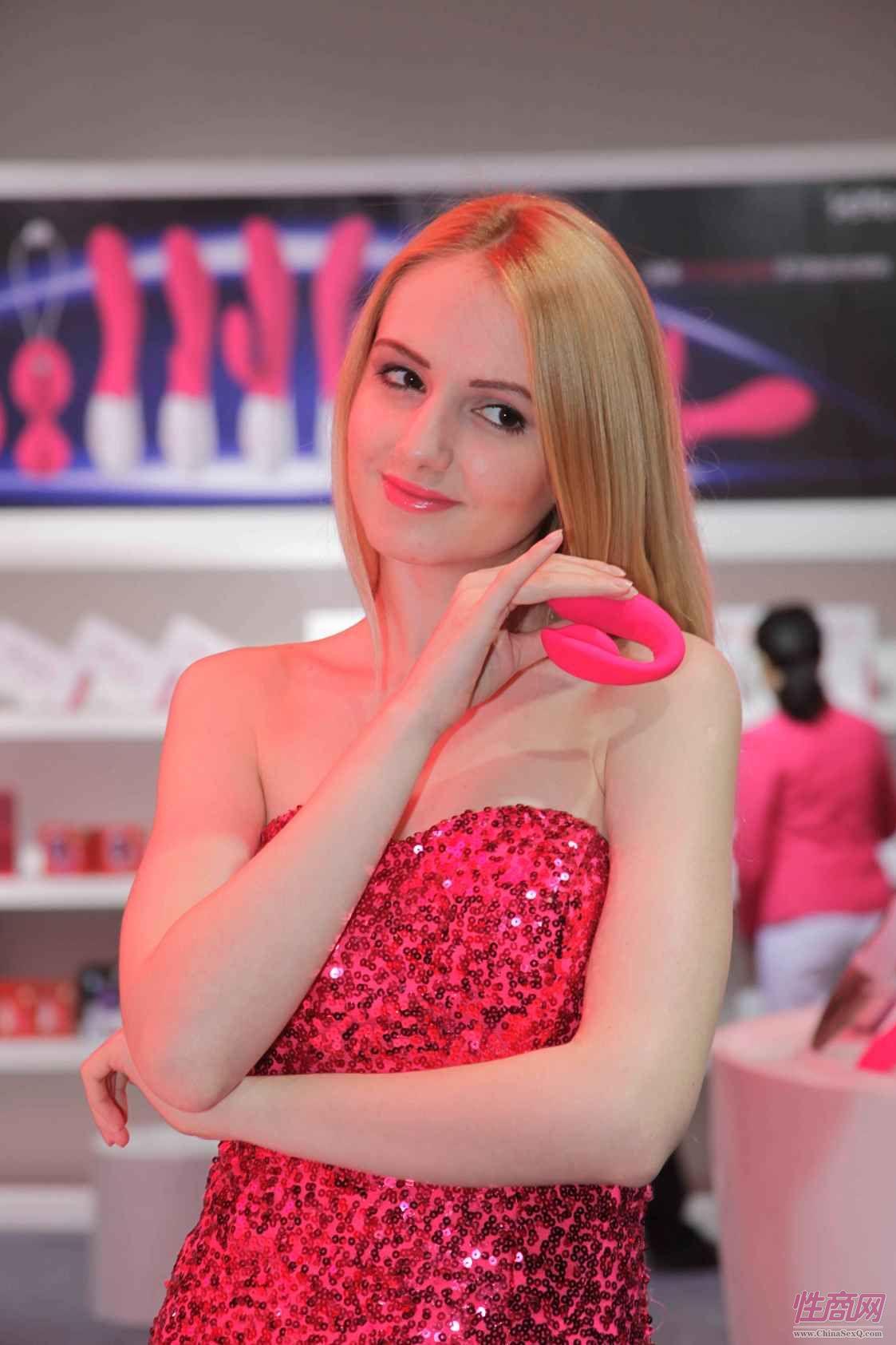 性商网美女记者带你看2015年上海成人展图片46
