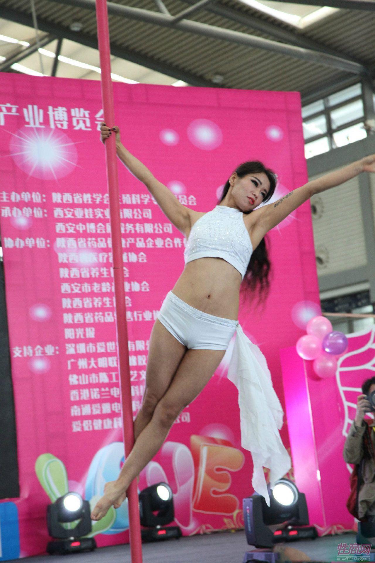 2016西安性博会现场报道――钢管舞表演图片3
