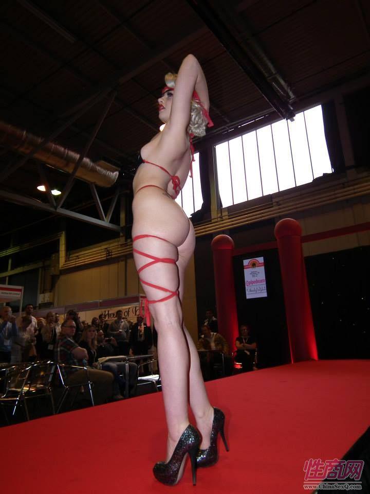 2013英国成人展ETOShow报道―情趣内衣秀图片2