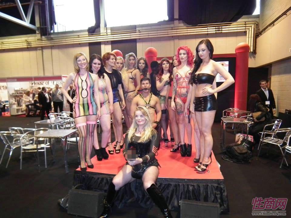 2013英国成人展ETOShow报道―情趣内衣秀图片1