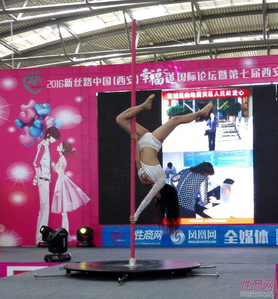 2016西安性博会现场报道――钢管舞表演图片6