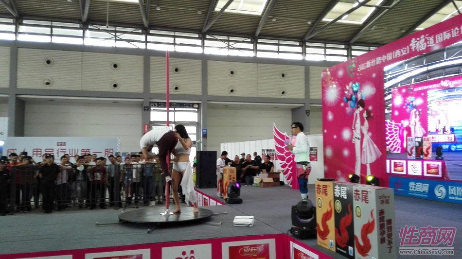 2016西安性博会现场报道――钢管舞表演图片24