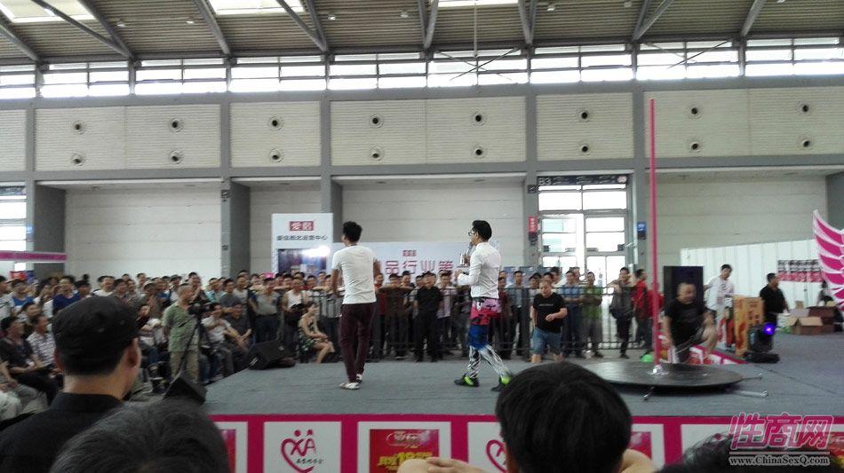 2016西安性博会现场报道――钢管舞表演图片32