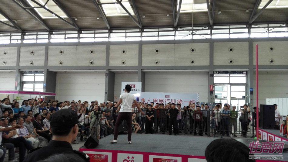 2016西安性博会现场报道――钢管舞表演图片29