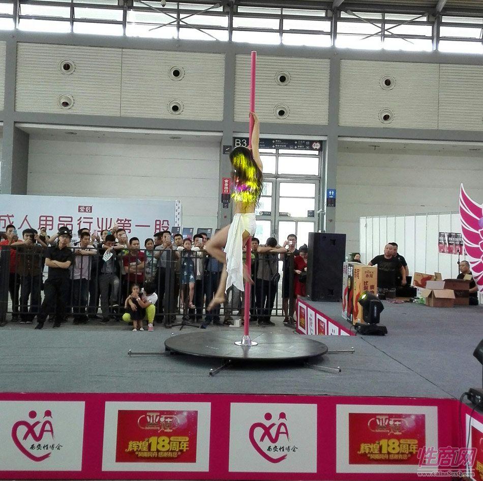 2016西安性博会现场报道――钢管舞表演图片45