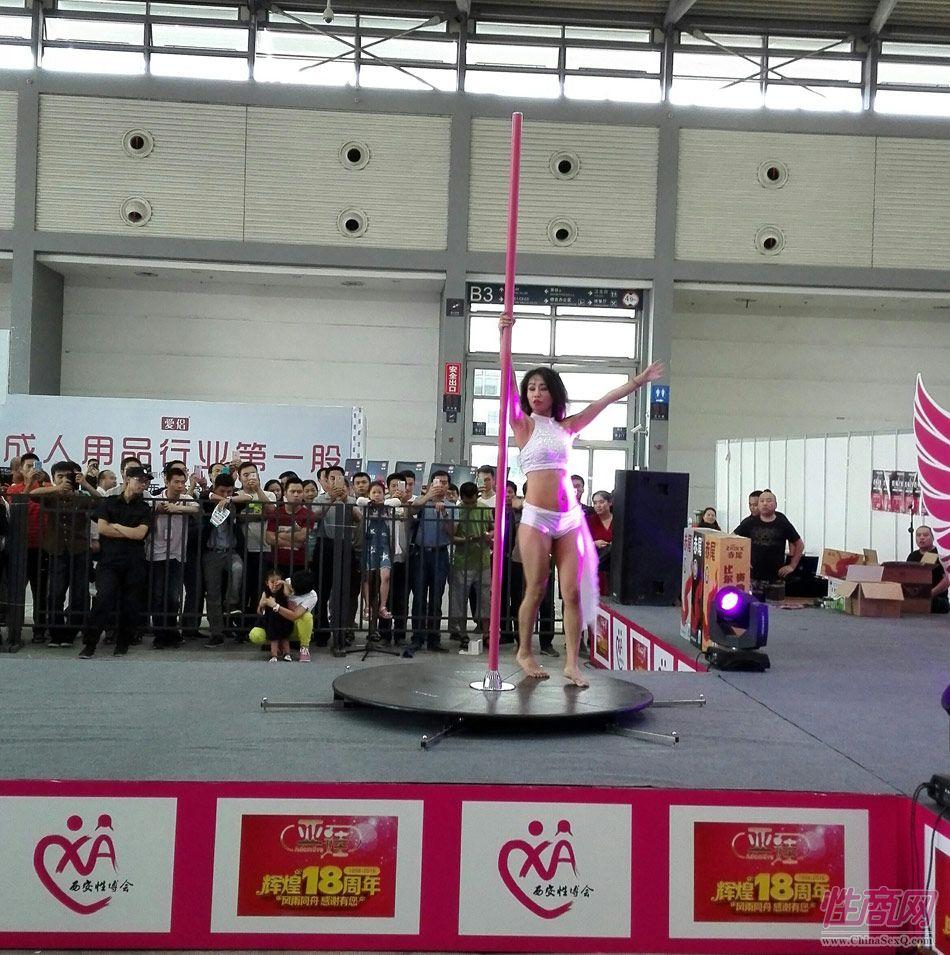 2016西安性博会现场报道――钢管舞表演图片46