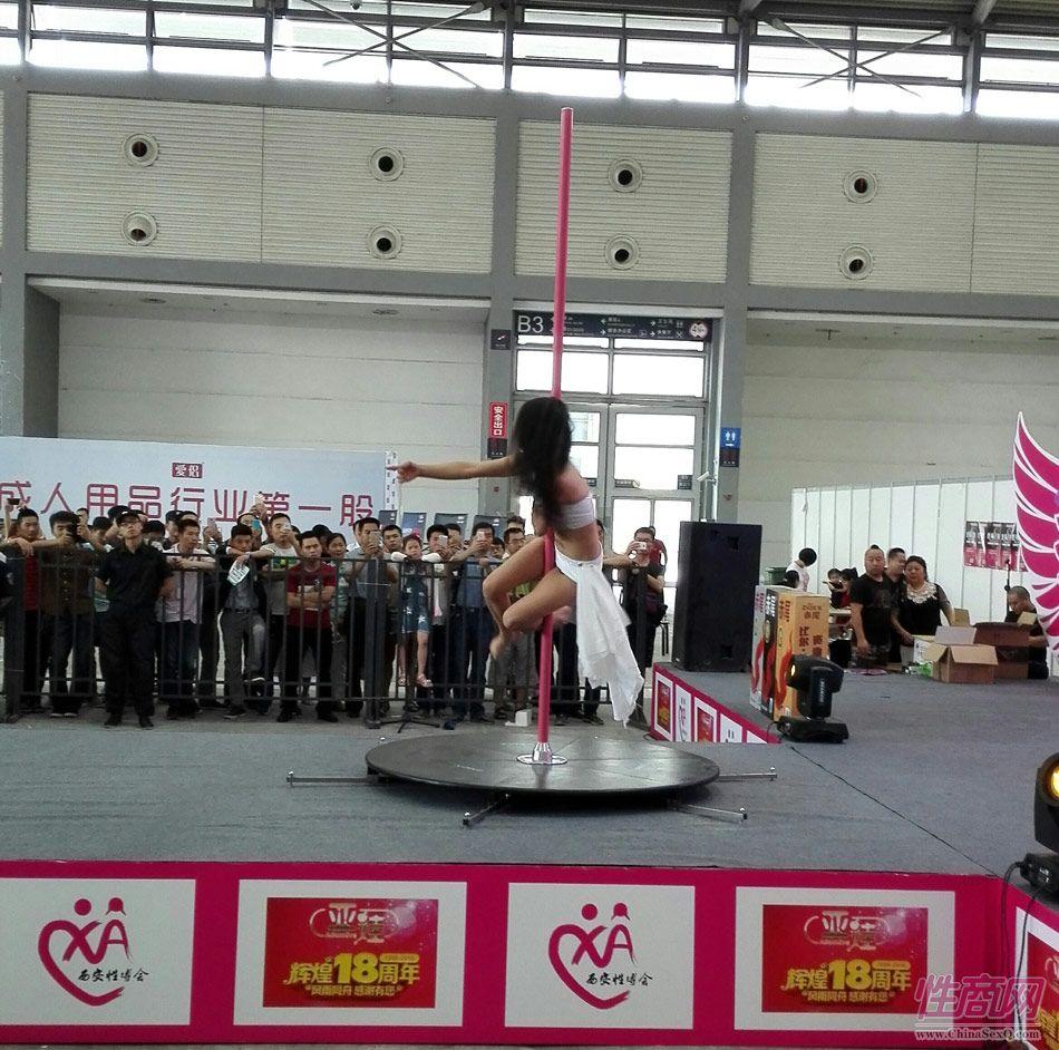 2016西安性博会现场报道――钢管舞表演图片51