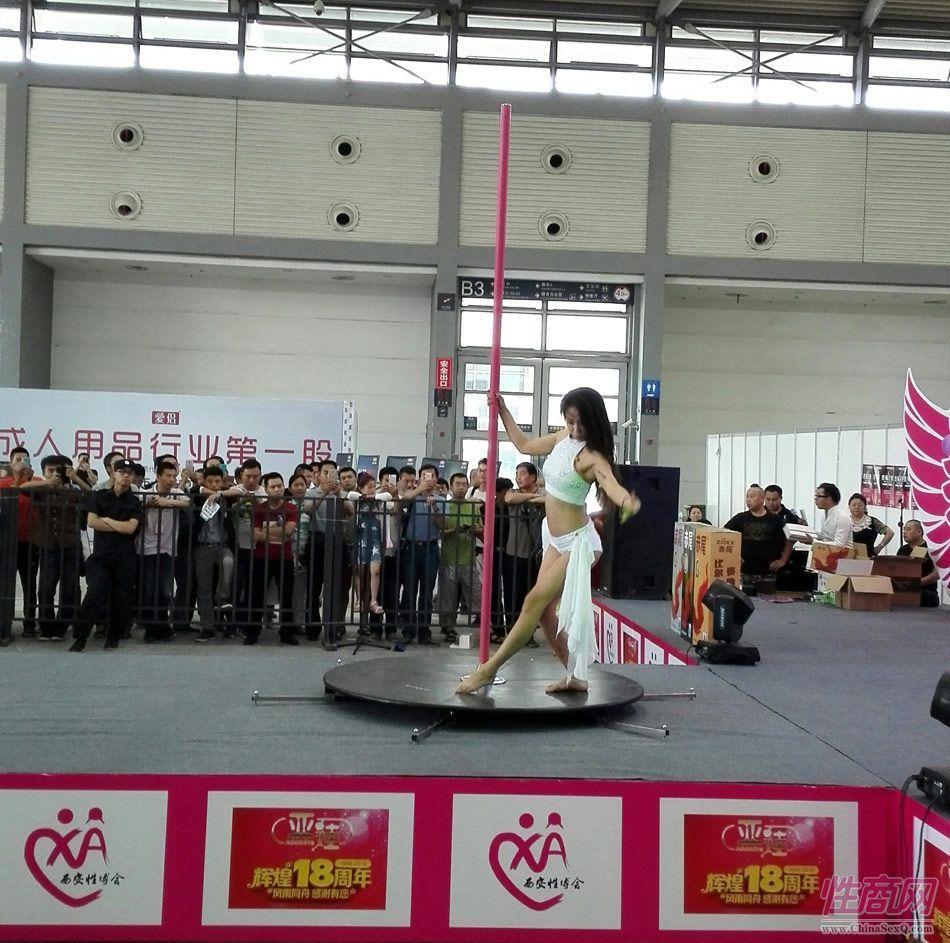 2016西安性博会现场报道――钢管舞表演图片49