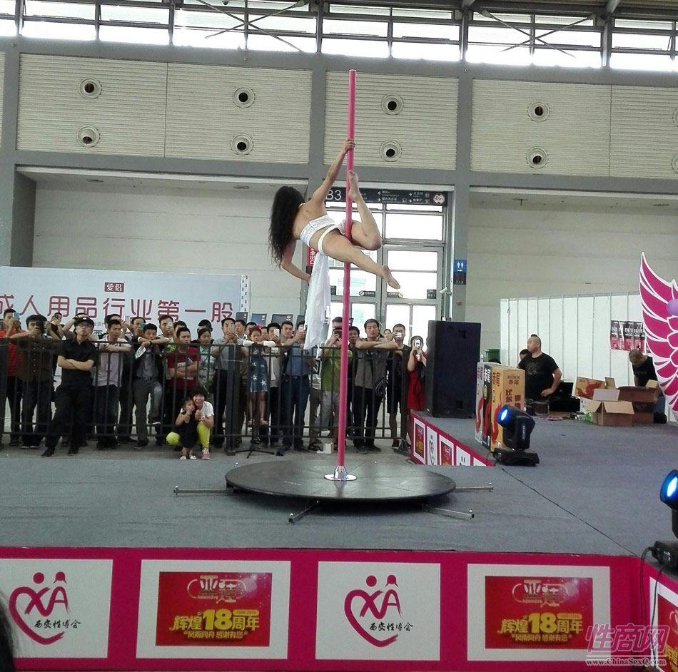 2016西安性博会现场报道――钢管舞表演图片56