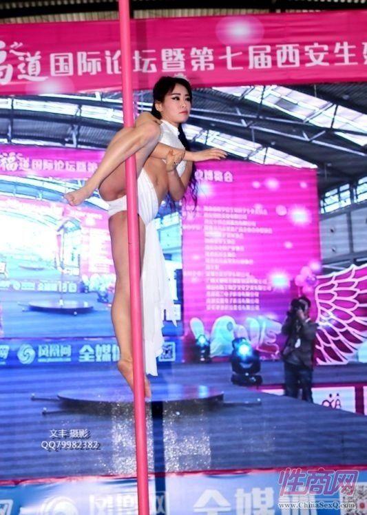 2016西安性博会现场报道――钢管舞表演图片70