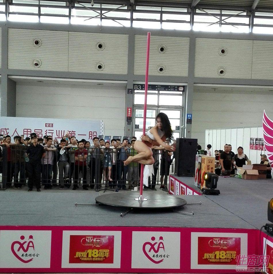 2016西安性博会现场报道――钢管舞表演图片54