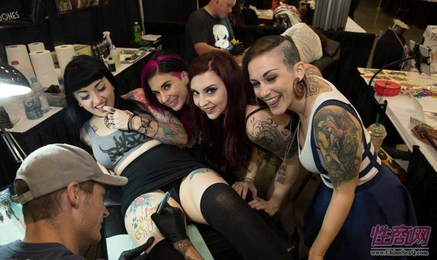2016美国哥伦布成人展Exxxotica性感纹身图片1